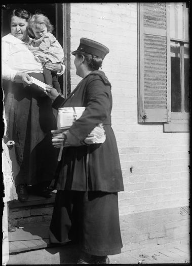 us_mail_service_woman_1917